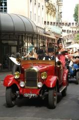 voiture rouge 1920.JPG